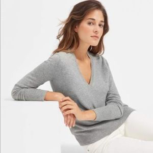 Sweaters - Everlane Grey Cashmere V-Neck Sweater